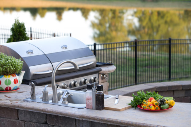 granite-themed outdoor kitchen